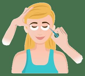 Fake Lashes bei Kosmetikerin anbringen lassen