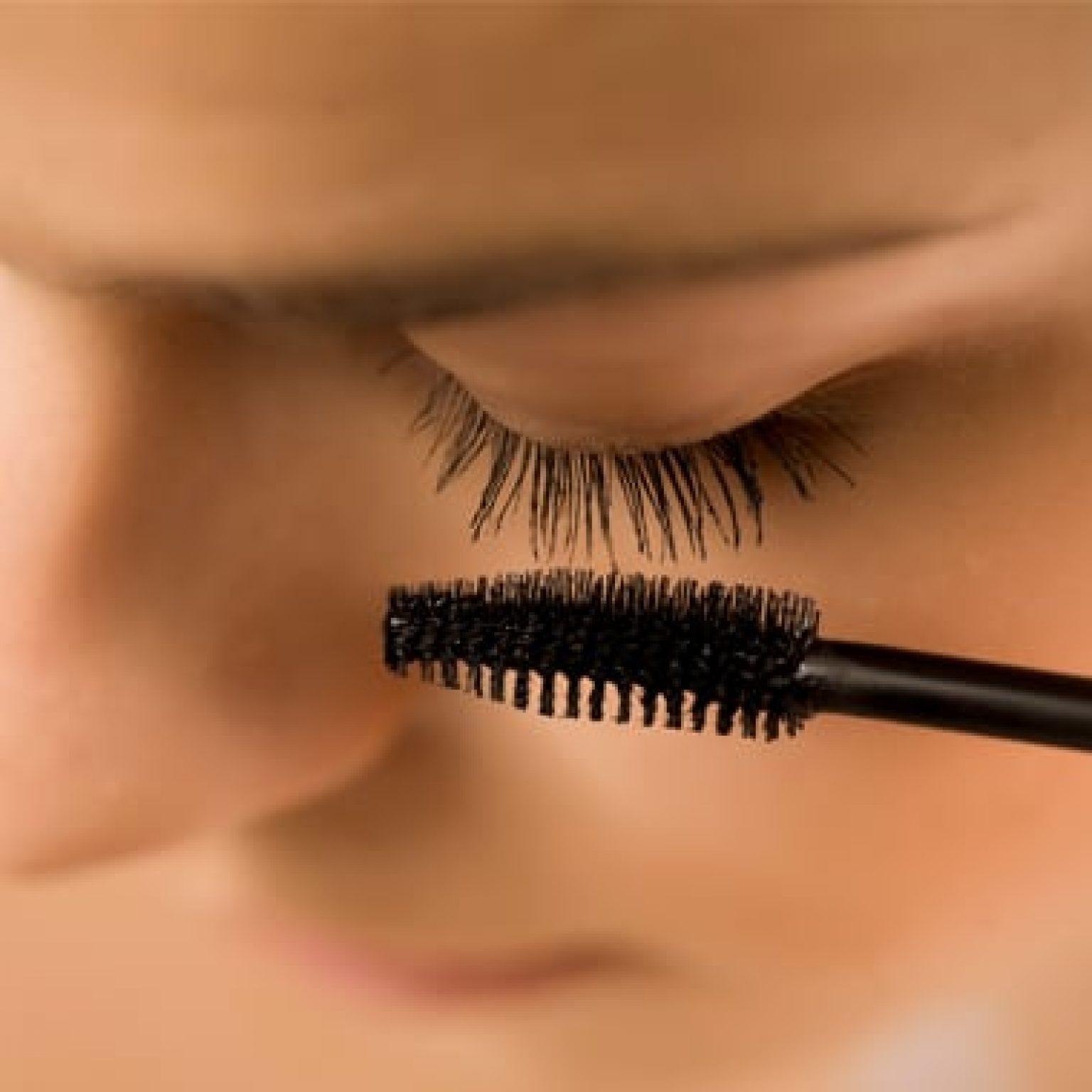 Mascara Anwendung an den Augen